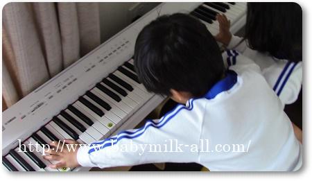 ピアノ練習中♪